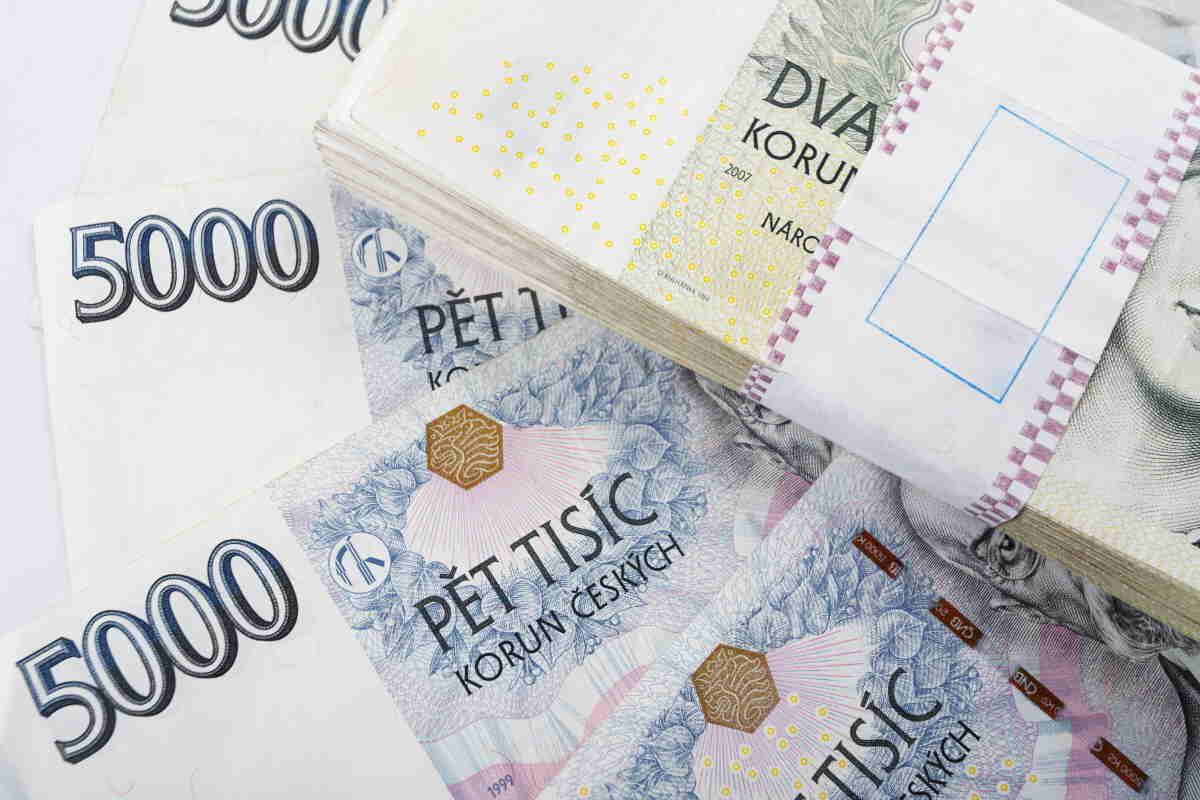 Některé banky umožňují, je převod peněz z účtu na účet v rámci banky. Tak je možné provést převod kdykoliv – o víkendu nebo i v noci.