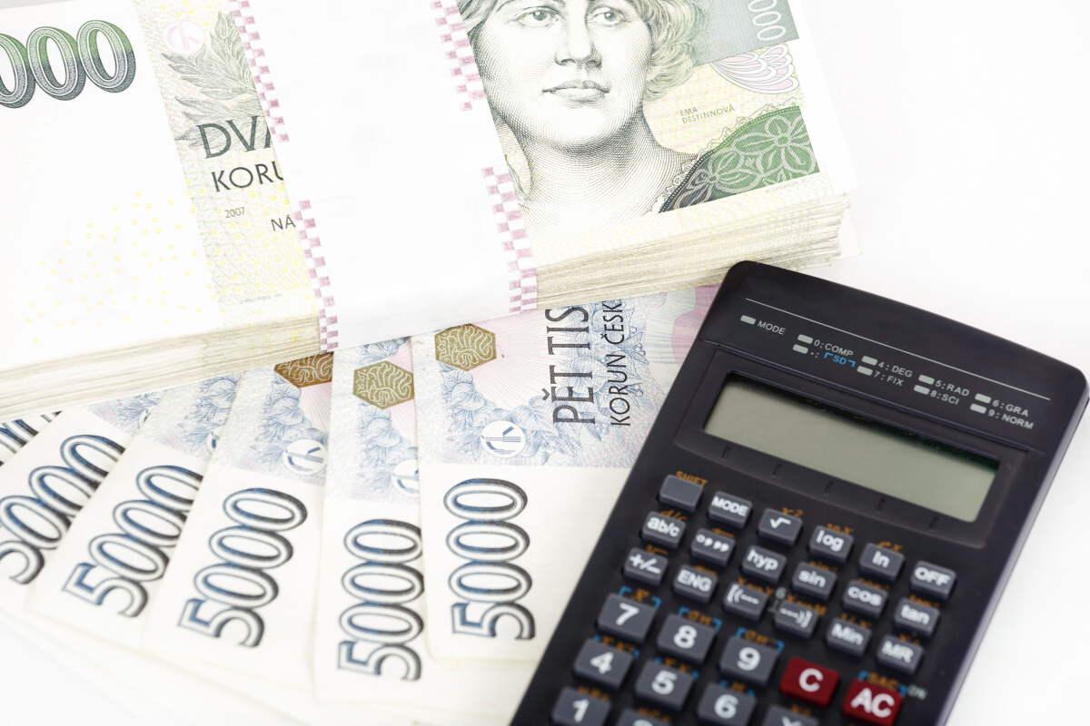 Pokud jsou prováděny exekuční srážky z důchodu, musí vám zůstat nezabavitelná část důchodu. Základní nezabavitelná částka je v roce 2017 ve výši 6154,67 Kč.