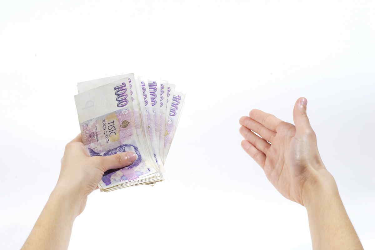 Okamžitá půjčka 5000 Kč, nabízí možnost získat peníze do 15 minut všem, kdo je potřebují. O půjčku mohou požádat i matky na mateřské. Půjčka je dostupná i pro cizince. Peníze máte až na 30 dní, s možností dalšího prodloužení. Je to bez poplatků předem, bez zástavy a bez ručitele.